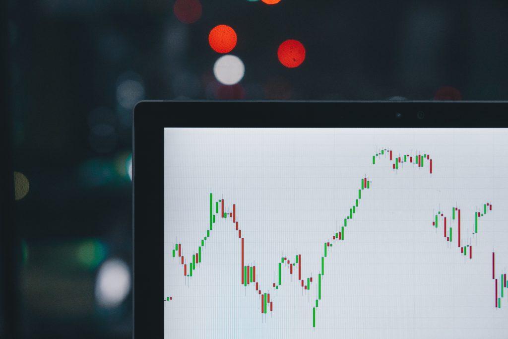 Mit wenig Geld investieren - Aktien